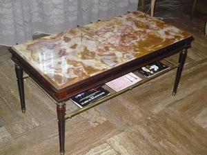 Mesa ratona en madera y marmol
