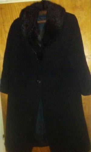 Tapado de lana negro.cuello piel sintetica