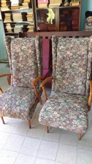 Antiguos sillones de estilo en roble