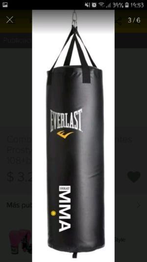 Bolsa y guantes de boxeo