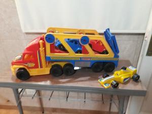 Camion con 2 autos