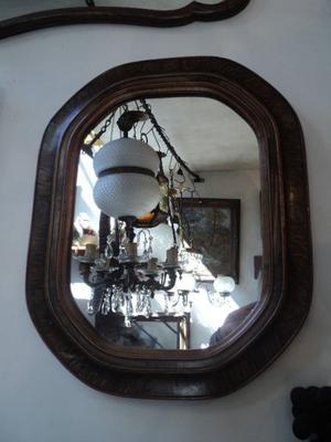 Espejo de marco antiguo ovalado. Antigua Saudade