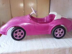 Hermoso autito de barbie a pedal en muy buen estado! !