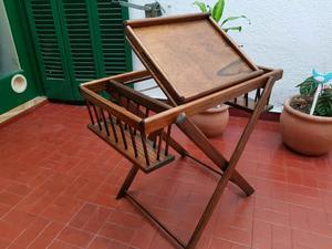 Mesa plegable desayonadora de madera.