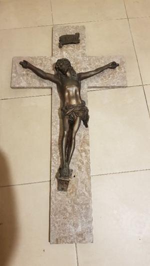 Cruz de marmol y bronce de iglesia