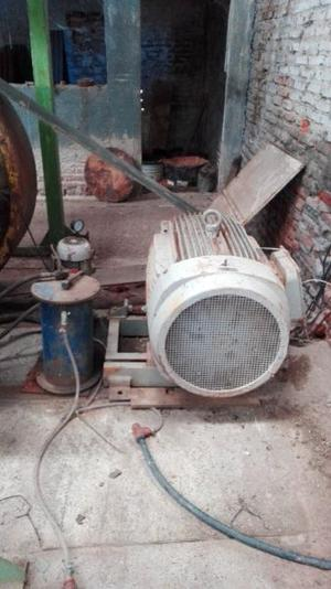 Motor electrico trifasico de 100 HP con tablero.