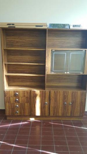 Mueble de 177 cm de alto, 160 cm de largo y 30 cm de ancho