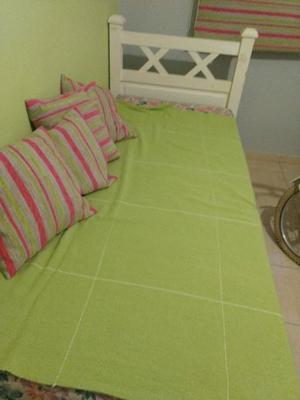 Se vende cama de 1 plaza con colchón!!