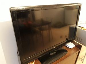 """Vendo TV LCD Philips 42"""" funcionando 100% ningún detalle"""