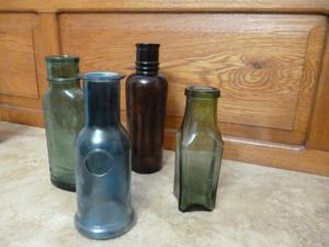 vendo lote de 4 botellas antiguas en muy buen estado