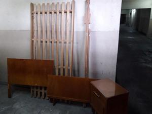 Cama y mesa de luz