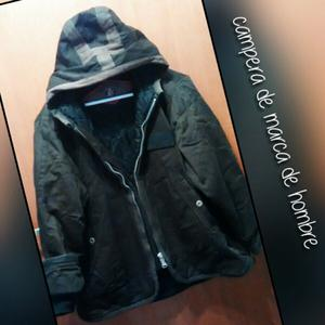 Campera de hombre usada con capucha