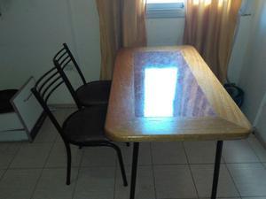 Vendo mesa y dos sillas