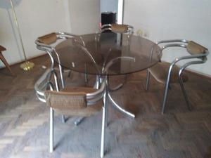 Vendo juego de mesa de vidrio y 4 sillas