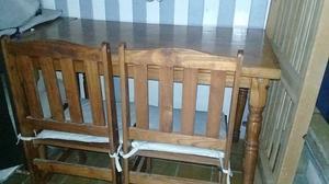 Vdo. Mesa de madera y cuatro sillas en buen estado - Tel.
