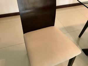 Vendo juego de mesa ve vidrio con base de madera y 6 sillas
