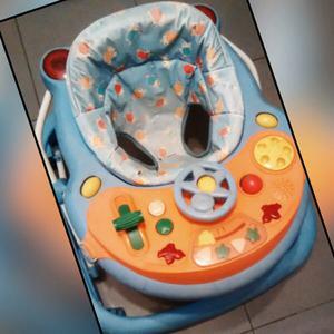 Andador de bebe usado con rueditas y musica