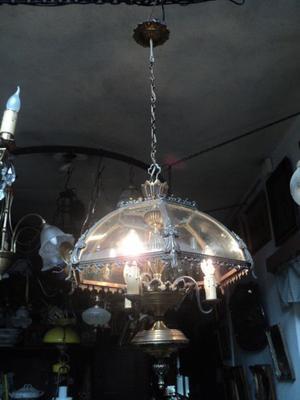 Antigua y exquisita lámpara colgante de bronce. Antigua