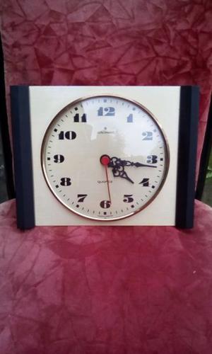 Antiguo Reloj Marca Junghans A Pila