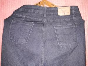 Jeans elástizado tiro alto.