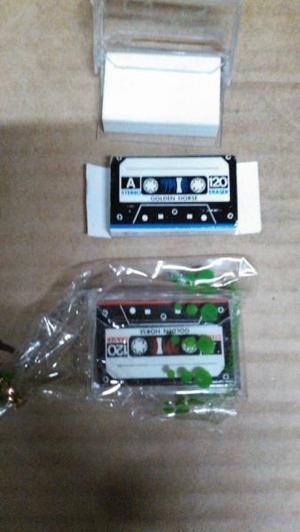 Lote de 100 gomas blancas con forma de cassette $ 250
