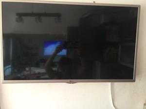 "VENDO TV LCD LG HD 32"" IMPECABLE CON MUY POCO USO INCLUYE"