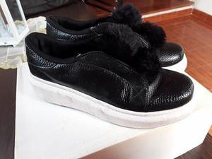 Zapatillas con pompones T.36