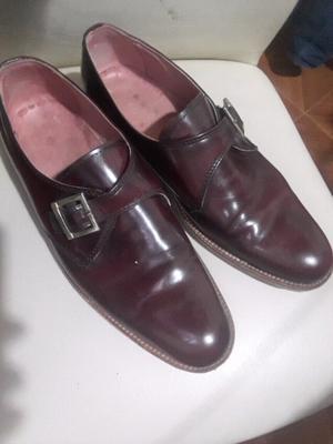 Zapatos de cuero color guinda