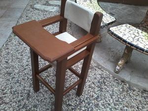 silla de comer mas mesita y sillas de niño
