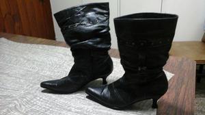 Botas de caña alta, color negro