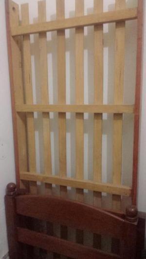 Permuto cama de 1 plaza de algarrobo por mesa de luz o
