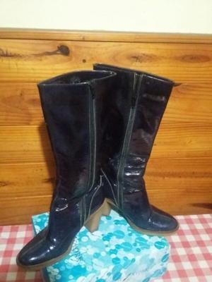 Vendo botas de cuero charol Prune