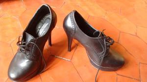 Zapatos cerrados de taco