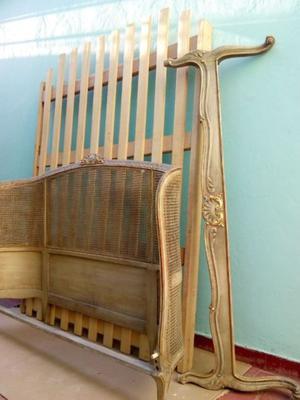 vendo juego de dormitorio estilo Luis XVI(2 mesas de luz,