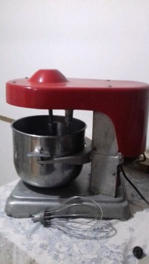 Amasadora. Industrial 10 litros