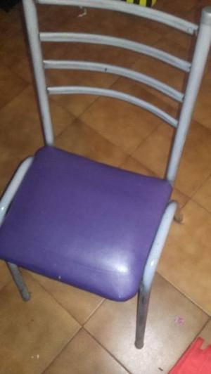 Vendo mesa y 5 sillas usadas