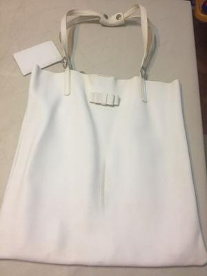 Cartera tipo bolso de cuero marca Lazaro (detalle al frente)