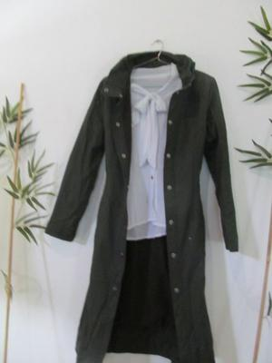 Saco tapadolargo impermeable y con abrigo color chocolate