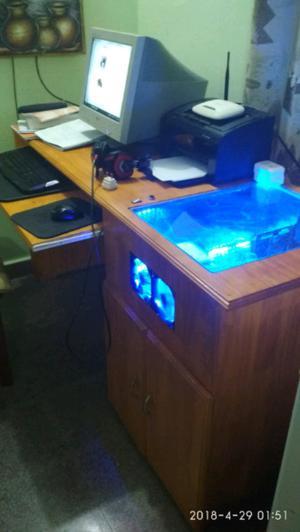 Vendo escritorio para PC con gabinete incluído