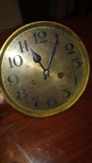 antigua maquina de reloj de pared aleman funcionando las