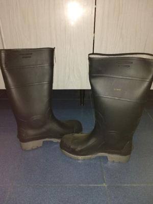 Bota de lluvia con punta de acero