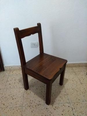 Vendo Juego de 4 sillas de Madera Maciza.