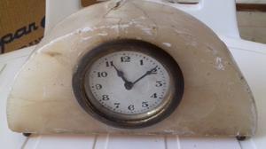 Vendo Reloj de Mesa Antiguo A Cuerda con Armazon de Marmol