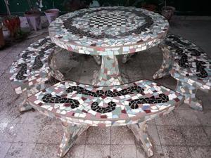 juego de mesa 4 bancos de cemento revestida con trozos