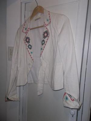 Blazer blanco de Lino blanco bordado - Talle S - $350