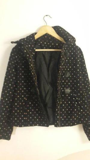 Saco montgomery de negro con puntitos con capucha - TALLE