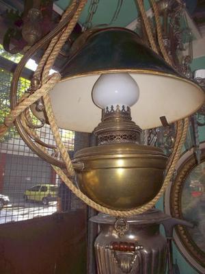 antigua lampara colgante estilo ingles con pantalla de metal