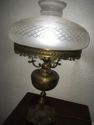 Antigua lampara de bronce de mesa con tulipa