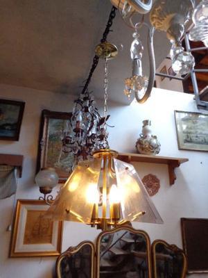 Hermosa lámpara colgante de bronce. Antigua Saudade