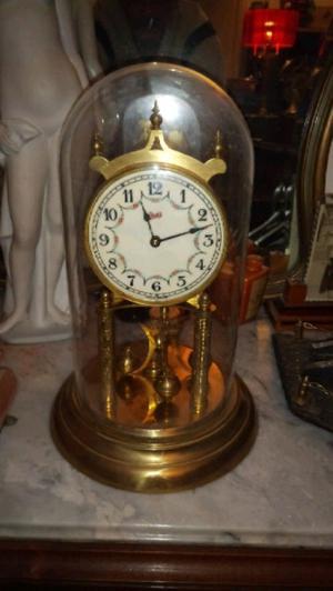 Antiguo reloj de mesa alemán campana de crista con llave a